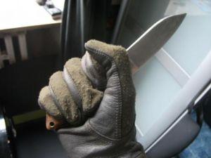 Kampfhandschuh mit Messer i