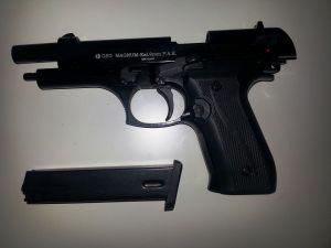 Pistole entladen, entsichert