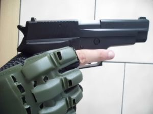 mit meiner P226 :-)